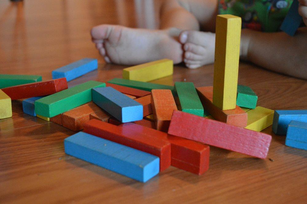 Czym metoda Montessori różni się od tradycyjnych metod?